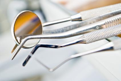 clean dentist's instruments