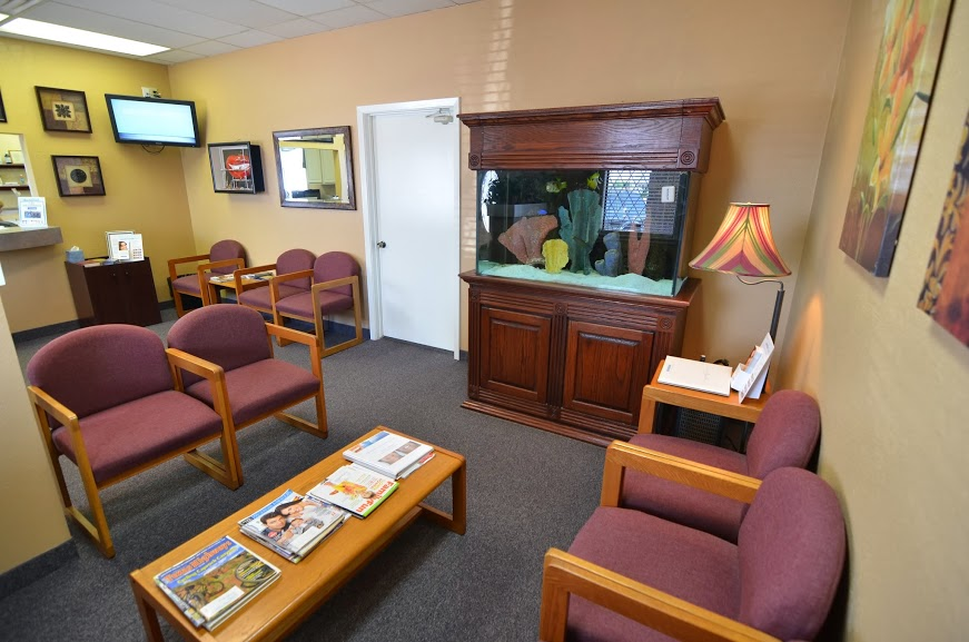 Dr. Rossen's dental office welcome and reception area